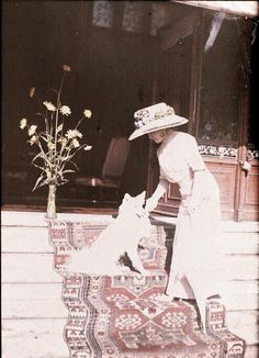 Autochrome: Anonymous. Claire Salles and her dog. 1914. Musée d'Orsay.