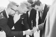 Best men & groom | Trouwen in een weiland | De bruiloft van Gerald & Sanne » Oh Beautiful World | Wedding & Lifestyle Photography