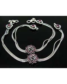 Payal Designs Silver, Silver Anklets Designs, Anklet Designs, Gold Ring Designs, Gold Jewellery Design, Silver Payal, Indian Jewelry Sets, Silver Jewellery Indian, Indian Wedding Jewelry