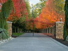 best driveway gate ideas wooden and metal entrances 23 Metal Driveway Gates, Brick Driveway, Front Gates, Entry Gates, Farm Entrance Gates, Driveway Entrance Landscaping, Driveway Design, Gate Pictures, Farm Gate