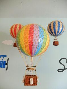 quarto de bebê gêmeos com balões