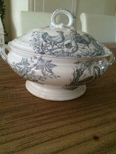 Sociëte ceramique decor 'Oiseaux' terrine verkocht