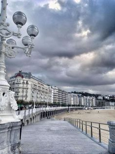San Sebastian Donostia sisters and the city Places In Europe, Places To Travel, Places To Visit, Bilbao, Beautiful Sites, Beautiful Places, San Sebastian Spain, Watercolor City, Cities