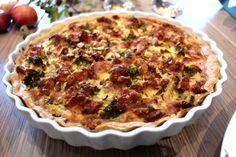 Broccolitærte med bacon, mandler & parmesan Danish Food, Food Crafts, Superfoods, Parmesan, Bacon, Food Porn, Food And Drink, Healthy Recipes, Healthy Foods