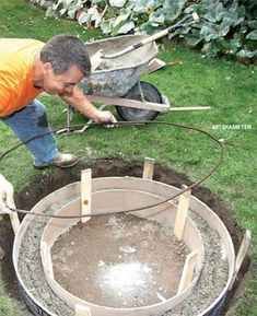 Build a DIY fire pit for not much more than a store-bought fire ring. With tips from a veteran bricklayer. Here's how to make a DIY fire pit. How To Build A Fire Pit, Diy Fire Pit, Fire Pit Backyard, Building A Fire Pit, Backyard Projects, Outdoor Projects, Garden Projects, Diy Projects, Outdoor Fire