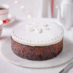 Delia Smith's simple decoration for a Christmas cake