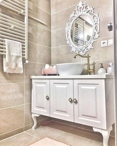 Bathroom Cabinets Tips – Home Trends 2020 Lavabo Shabby Chic, Baños Shabby Chic, Luxury Mirror, Furniture Catalog, Bathroom Organisation, Bedroom Accessories, Decorating Small Spaces, Bathroom Cabinets, Bathroom Interior Design