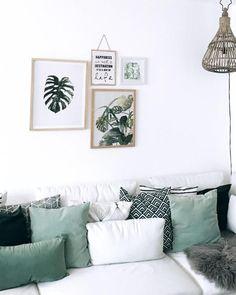 Farblich abgestimmter Kissenmix auf dem Sofa von ida_wohnlich. Entdecke noch mehr Wohnideen auf COUCHstyle #grün #kissen #couch #living #wohnen #wohnideen #einrichten #interior #COUCHstyle #gallerywall