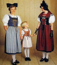 FolkCostume&Embroidery: Overview of Swiss Costume Festival Wear, Festival Outfits, Costumes Around The World, Kids Around The World, Folk Costume, Ethnic Fashion, Traditional Dresses, Women Wear, Clothes For Women