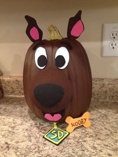 Clever No Carve/Painted Pumpkin Ideas for Kids - Crafty Morning - - Here are some no-carve pumpkin ideas that kids will love! Instead of making a big mess, just get out your paints to decorate this Halloween! Theme Halloween, Halloween Celebration, Halloween Crafts, Halloween Decorations, Spooky Halloween, Halloween Labels, Vintage Halloween, Scooby Doo Halloween, Pumkin Decoration