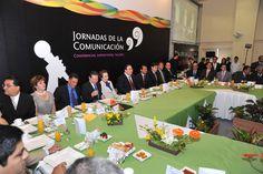 Ante comunicadores de todas las regiones de la entidad, el mandatario veracruzano señaló que la libertad, la responsabilidad y el compromiso social son los grandes signos que deben marcar la ruta de los medios de comunicación.