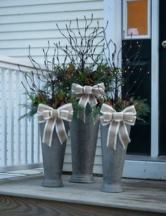 Easy DIY Christmas Decorations Ideas for Your Front Yard – Outdoor Christmas Lights House Decorations Christmas Planters, Christmas Porch, Rustic Christmas, Winter Christmas, Christmas Wreaths, Christmas Ornament, Diy Christmas Decorations Easy, Holiday Decor, Fall Decor