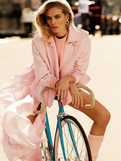 stormtrooperfashion:Maritza Veer by Alvaro Beamud Cortes for Vogue Mexico, April 2015  Cycle fashion in pink