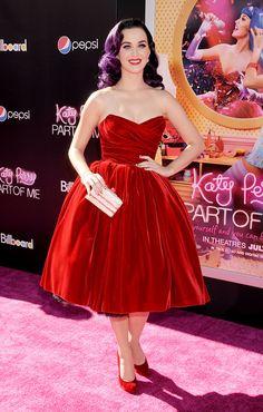 """El look de Katy Perry en la premier de """"Part of Me 3D""""    Para el estreno del primer documental de la cantante, Part of Me 3D, Katy eligió un total look de Dolce Muy al estilo retro, pero con el lado sexy que nunca le puede faltar. El filme llegará a los cines el 5 de julio."""