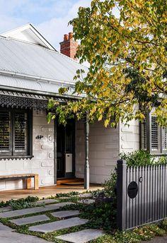 Exterior House Colors, Exterior Paint, Exterior Design, Evergreen Garden, Garden Design, House Design, Landscape Design, Casa Real, Facade House