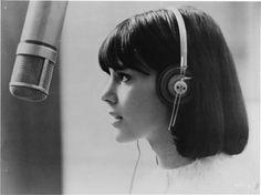 Chantal Goya in Masculin Féminin (1966), dir. by Jean-Luc Godard