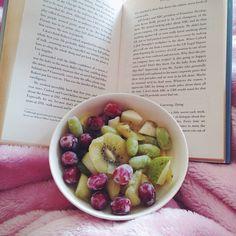 Snuggles, fruit bowls and books.  #breakfast #fruit #spring #friday #happyfriday #happy #healthy #raw #rawvegan #vegan #vegansofig #veganfoodshare #rawfood #delicious #plantpowered #plantbased #glutenfree #dairyfree #health #glow #happyeats #vsco #vscocam #Padgram