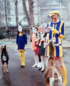 twiggy with a crop of twiglets. and goats! who refuse to wear their twiggy masks. Sixties Fashion, Mod Fashion, Fashion Models, Vintage Fashion, Sporty Fashion, Daily Fashion, Fashion Women, Mary Quant, Mod Look