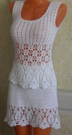 Crochet Skirt crochet ensemble top skirt - maybe use skirt's stitch patterns also for the top ? Crochet Skirt Pattern, Crochet Skirts, Crochet Blouse, Crochet Clothes, Crochet Lace, Crochet Patterns, Stitch Patterns, Crochet Tops, Knit Dress