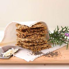 Σπιτικές φρυγανιές με chia και λιναρόσπορο χωρίς γλουτένη από τη διατροφολόγο δρ Ελένη Παπαγιαννίδου - Shape.gr Diet Recipes, Healthy Recipes, Healthy Food, Keto Bread, Tiramisu, Bakery, Snacks, Vegan, Cooking