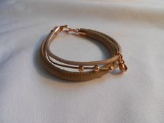 Mooie zachte taupe glans armband van www.tinytreasures.nl