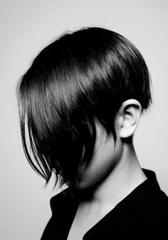 short Love the hair Hair Styles Tutorial. Gildakoral flora streetstyle Milan nicholas kirkwood basil soda urania Gazelli hair style I love. Cut My Hair, Her Hair, Hair Cuts, Short Hairstyles For Women, Cute Hairstyles, Short Haircuts, Medium Hairstyles, Bangs Hairstyle, Haircut Short
