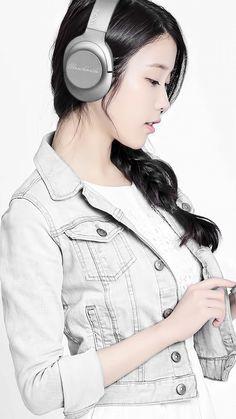 IU PC and Mobile Wallpaper 1920x1080 Iu Fashion, Fashion Poses, Korean Actresses, Korean Actors, Korean Beauty, Asian Beauty, Girl With Headphones, Korean Girl Photo, Girl Artist