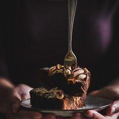 Hrukov kol s okoldou Skvel kombincia okoldovho cesta pltkov Dark Food Photography, Tiramisu, Sweets, Hampers, Sweet Pastries, Gummi Candy, Candy Notes, Candy, Tiramisu Cake