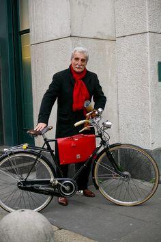 Milano street style men, The Sartorialist Cycle Chic, Italian Men, Italian Style, Dandy, Velo Retro, Advanced Style, Advanced Beauty, Bike Style, Men's Style