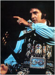 update on elvis picture preley    ELVIS PRESLEY PHOTOS BLOG 3: Elvis Presley Live On Stage 1975 Photo ...
