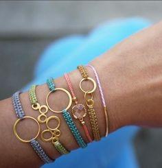 46 Easy DIY Jewelry Tutorials for Accessories Unique to You . Diy Jewelry Projects, Diy Jewelry Tutorials, Jewelry Crafts, Macrame Projects, Free Tutorials, Cheap Jewelry, Shamballa Bracelet, Macrame Bracelet Diy, Bracelet Crafts