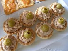 Tarteletas de atun faciles-Atıştırmalık tarifler - Las recetas más prácticas y fáciles Finger Food Appetizers, Appetizers For Party, Finger Foods, Appetizer Recipes, Aperitivos Finger Food, Baby Food Recipes, Cooking Recipes, Brunch, Snacks Für Party