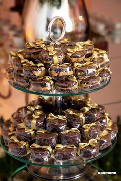 Olenka Brownies in 2020 Bake Sale Packaging, Brownie Packaging, Buffet Dessert, Die Dinos Baby, Candy Table, Chocolate Lovers, Nutella, Bakery, Dessert Recipes