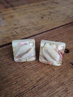 1950s Vintage Lucite Confetti and Seashell Cufflinks (15.00 USD) by BirdyBlueVintage
