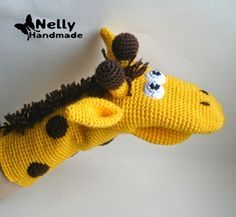 Toy-mitten. Giraffe. Description