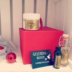Verwöhnen Sie Ihre Lieben mit hochwertigen Saunaessenzen für besondere Saunaaufgüsse und Peelingsalzen aus Totem Meer Salz. Wir stellen die Box nach Ihren Wünschen zusammen. #geschenktip #geschenk #weihnachtsgeschenk #männer #frauen #sauna #saunaaufguss #peelingsalz #hautpflege #totesmeer #meersalzpeeling #meersalz #saunaduft #saunalife #saunalove V60 Coffee, Box, Infrared Heater, Sea Salt, Man Women, Xmas Presents, Skincare Routine, Boxes