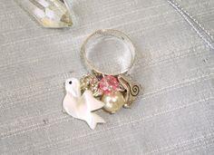 bague nacre cristal argent perle de cristal swarovski, perle de nacre et oiseau en nacre et oiseau breloque acier : Bague par shabby-be-chat