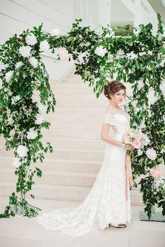 DIY Summer wedding backdrop - photo by Izzy Hudgins http://ruffledblog.com/inspiring-summer-wedding-looks