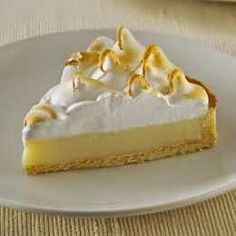 One of my favourite cakes: Lemon Pie! (who doesn't love lemon curd? Köstliche Desserts, Delicious Desserts, Dessert Recipes, Yummy Food, Pie Recipes, Sweet Recipes, Food Cakes, Cupcake Cakes, Lemond Curd
