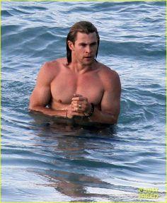 Chris Hemsworth & Elsa Pataky: Beach Fun in the Sun! - Chris Hemsworth Photo (28479693) - Fanpop fanclubs