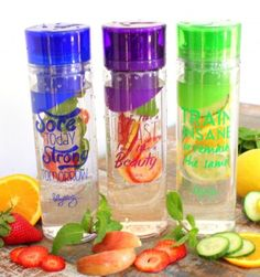 3 Detox Water Recipes: Belly Slimming, Anti-Bloating, Craving Control(for one 24 oz serving) Detox water: – slices of fresh cucumber – small lemon sliced – of orange sliced – a few fresh mint leaves – 24 oz of ice cold water Yummy Drinks, Healthy Drinks, Get Healthy, Healthy Life, Healthy Snacks, Healthy Living, Healthy Water, Helado Natural, Anti Bloating