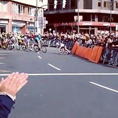 Ride safely ‼️😞🚴💨 #ST4 of @euskalherrikoitzulia •  #🚴🎥 👉  @americus1979  Vuelta al País Vasco. #ciclismo #vueltapaisvasco #caida #lamentable #itzulia #equipoastana #lleonsanchez #bilbao #city #cycling #ciclisme #contador🚴 #aplaudiendo  #socialpeloton #cycling #велоспорт #ciclismo #cyclisme #procycling #itzulia #vueltapaisvasco #paisvasco #basquecountry #roadcycling