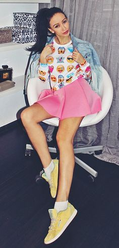 White sweatshirt woth emoji print + mini doll skirt