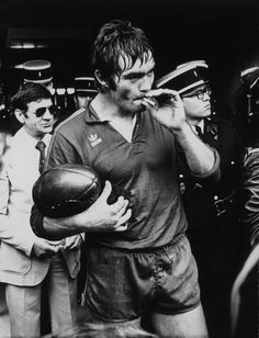 I don't endorse smoking for ruggers, but this is a classic photo!