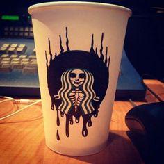 Todos, todos los Godínez aman tomar café, ya que es indispensable para trabajar y aumentar la productividad (bueno, no siempre).Un usuario de Reddit publicó una serie de fotos donde se pueden ver vasos de Starbucks totalmente transformados.[Las 10 peores cosas de ir a Starbucks]