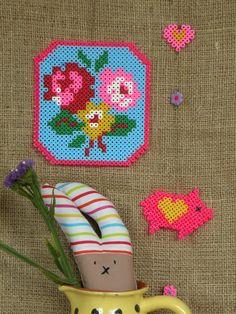 La broderie version 2.0 !   Retrouvez toutes les couleurs de perles HAMA chez La petite épicerie : www.la-petite-epicerie.fr