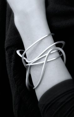 Liliana Guerreiro | Squiggle Bangle - elegant simplicity