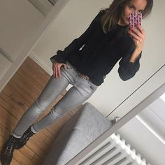 Pas fan de la St Valentin et de son déversement de cœurs à outrance mais grande amoureuse de l'amour, des papillons dans le ventre et toussa toussa (poke @fille2margaret 😉) je vous souhaite une belle journée remplie d'amour ❤️😘 #outfit#ootd#dailylook#dailyoutfit#instafashion#fashionpost#fashiondiaries#wiwt#metoday blouse/jean#zara ceinture#maje boots#topshop Petite Outfits, Mode Outfits, Fashion Outfits, Winter Outfits 2019, Spring Outfits, Classic Outfits, Casual Outfits, Blouse En Jean, Celine