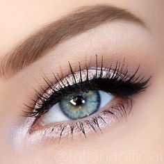 Pink eyeshadow with a touch of gold looks good with any eye color