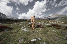 L'artista Fabiano De Martin Topranin ha posizionato la sua scultura in legno (un astronauta) nella malga Fanes, luogo intriso di miti e leggende ladine e caratterizzato da formazioni rocciose che ricordano un po' la superficie lunare